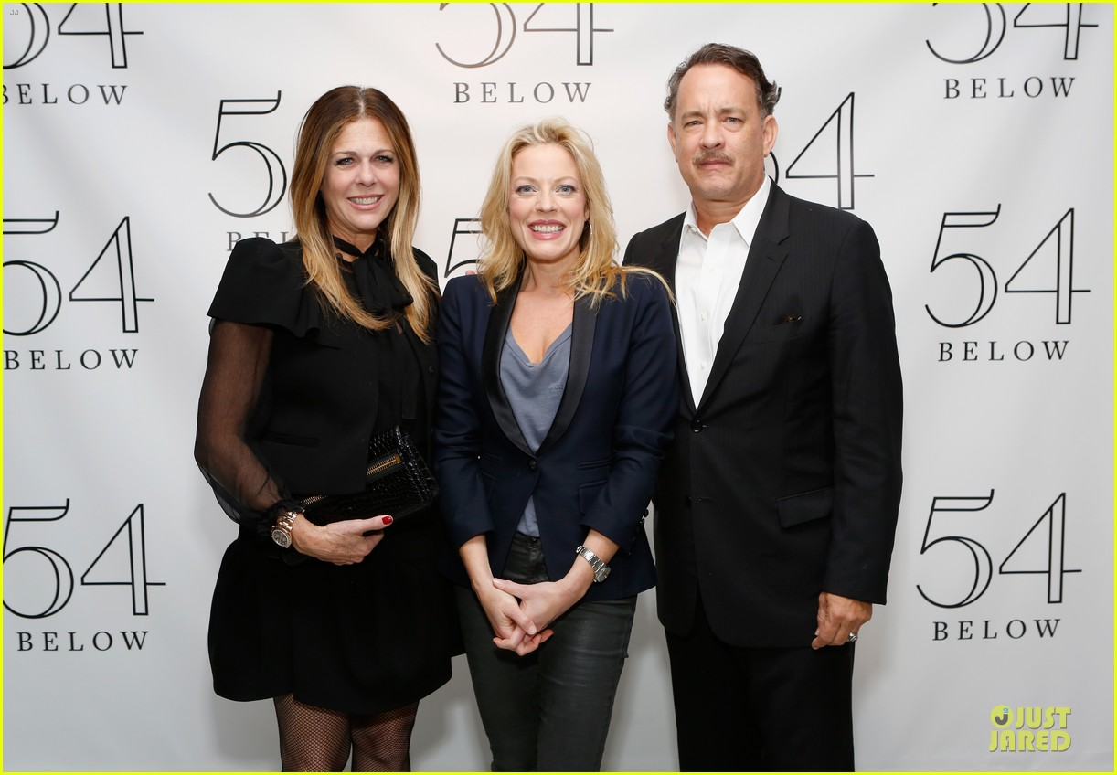 tom hanks sherie rene scott performance with rita wilson 06
