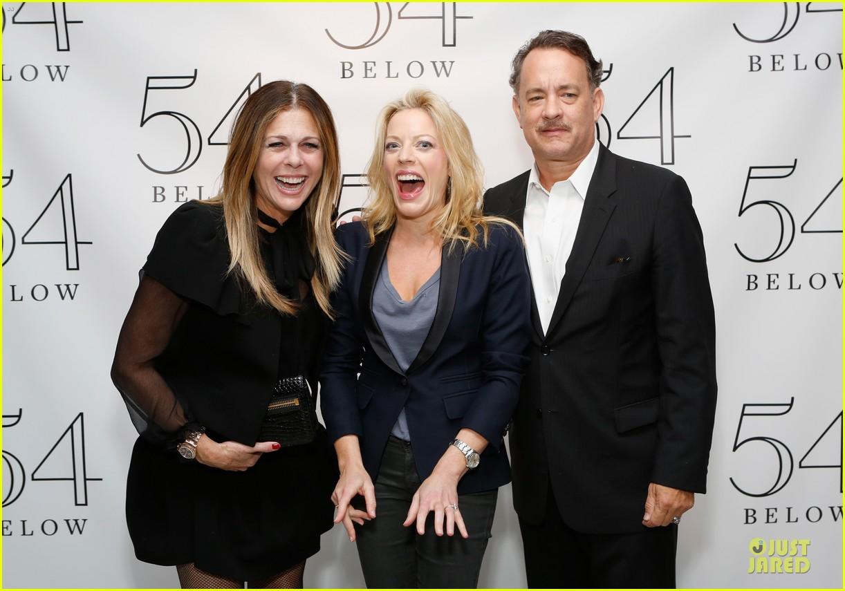 tom hanks sherie rene scott performance with rita wilson 13
