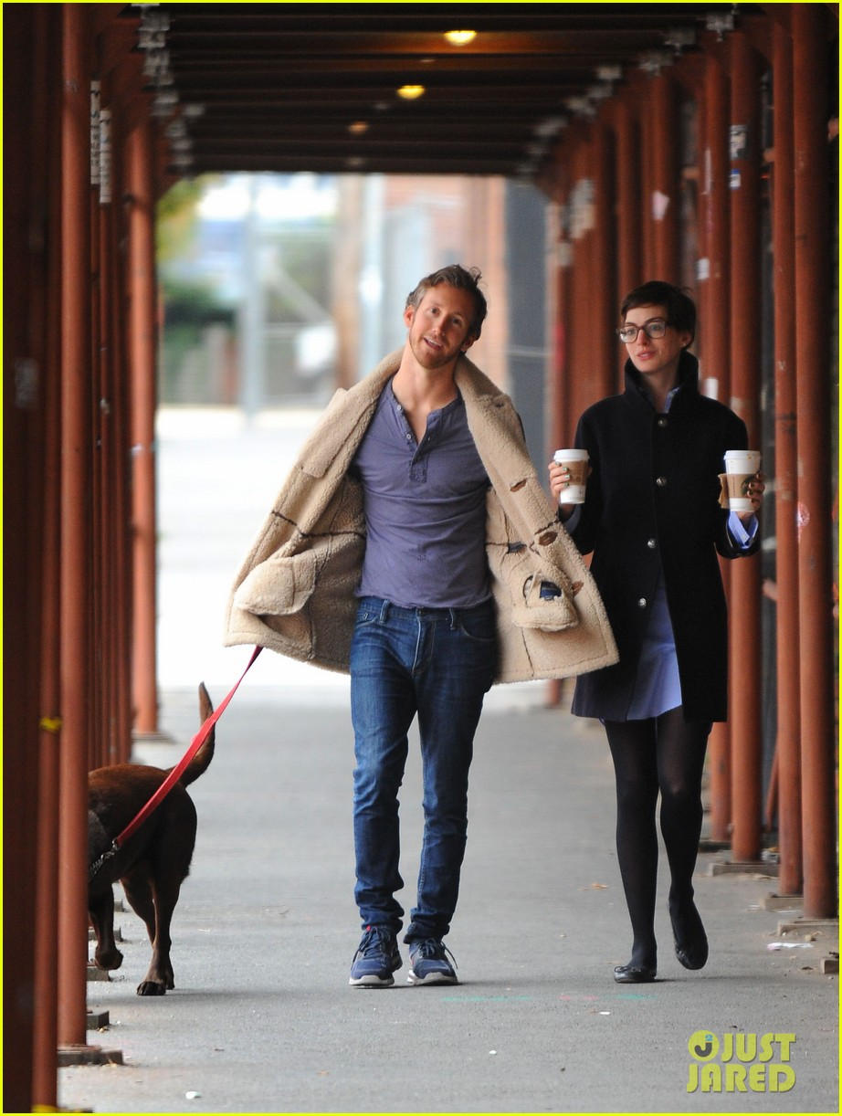 anne hathaway adam shulman coffee dog walk 03