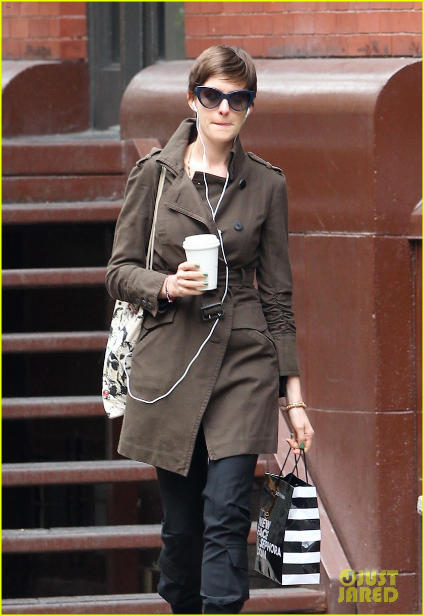 anne hathaway adam shulman coffee dog walk 04
