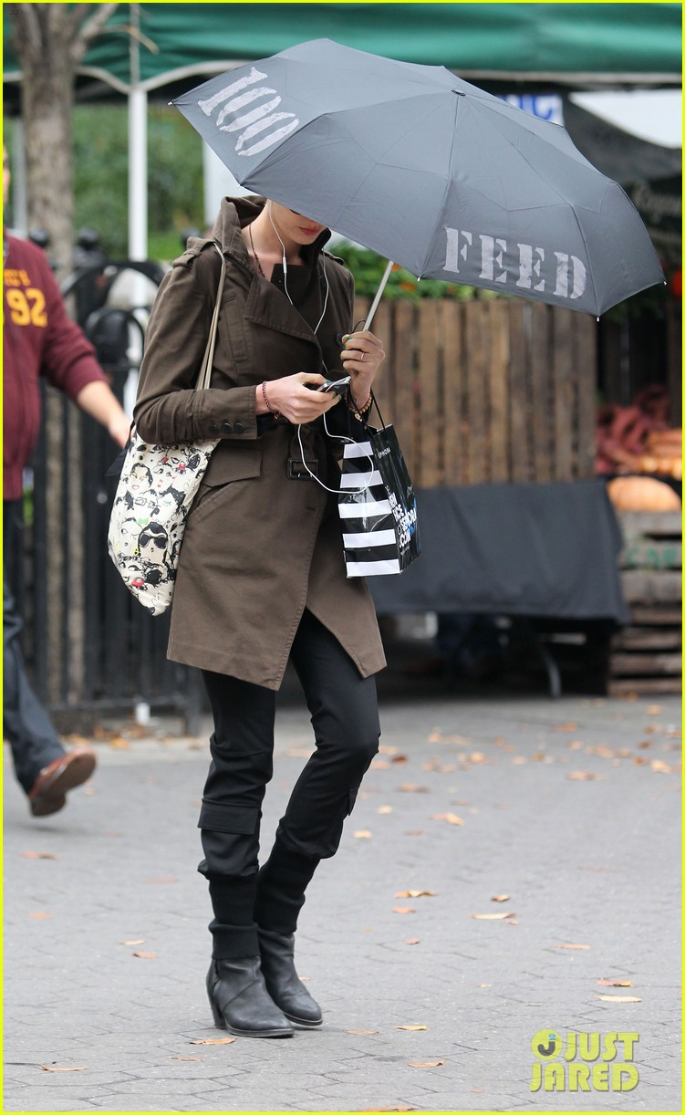 anne hathaway adam shulman coffee dog walk 10