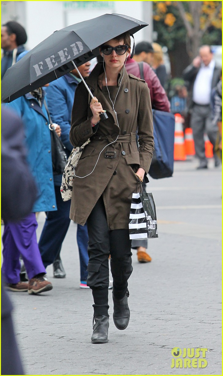 anne hathaway adam shulman coffee dog walk 11
