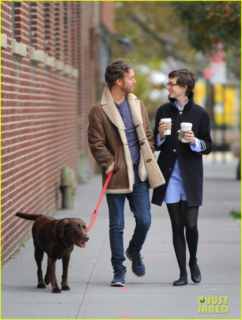anne hathaway adam shulman coffee dog walk 17