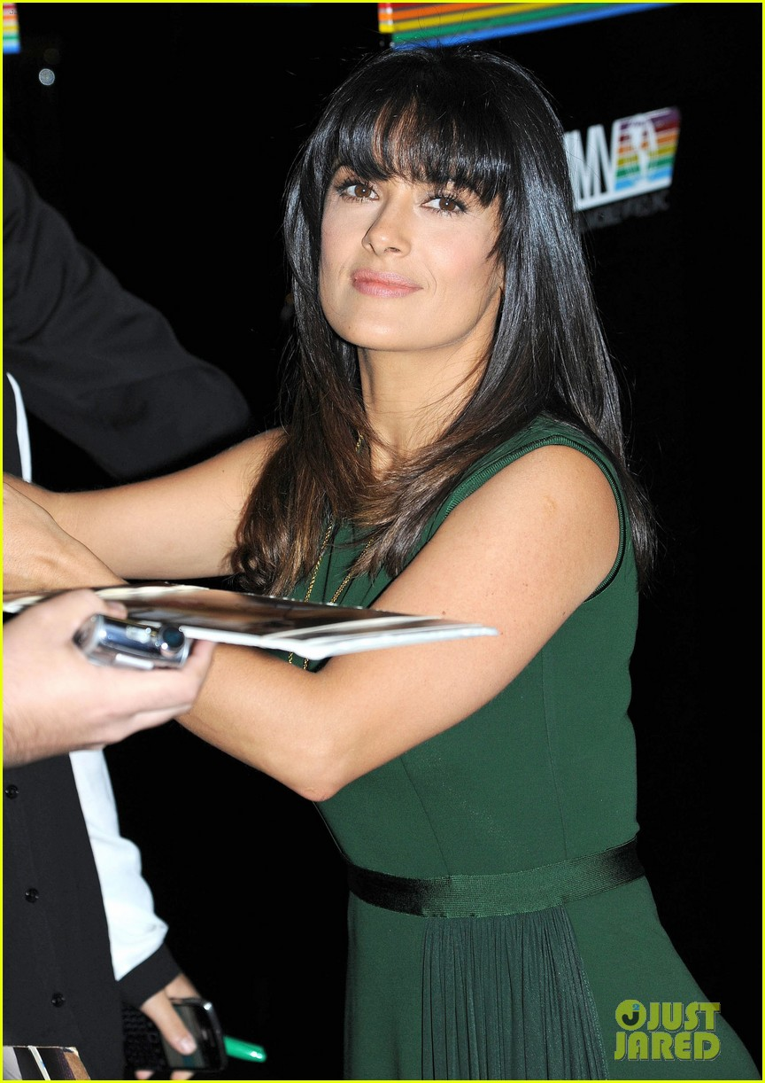 salma hayek shorter bangs 07