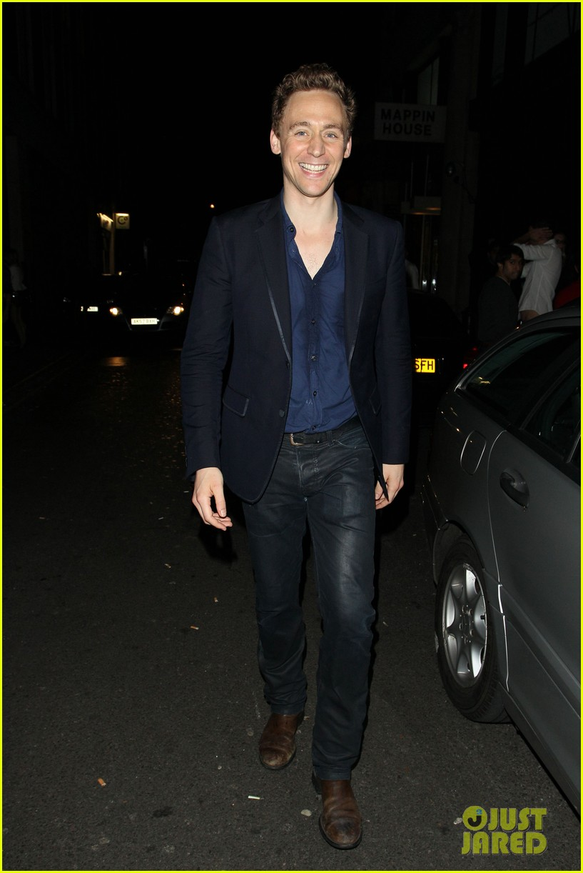 tom hiddleston chinawhites nightclub with zachary levi 05