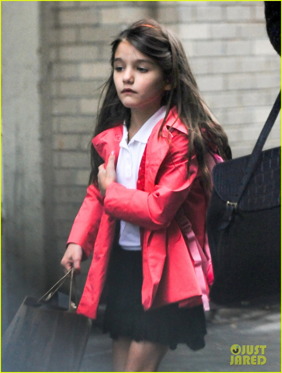katie holmes suri rainy tuesday twosome 19