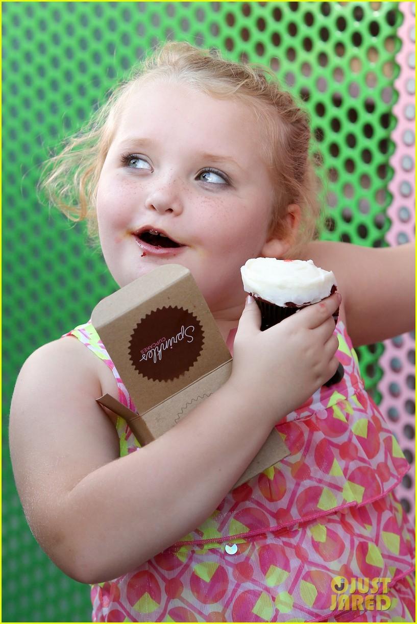 honey boo boo hits cupcake atm 022739745