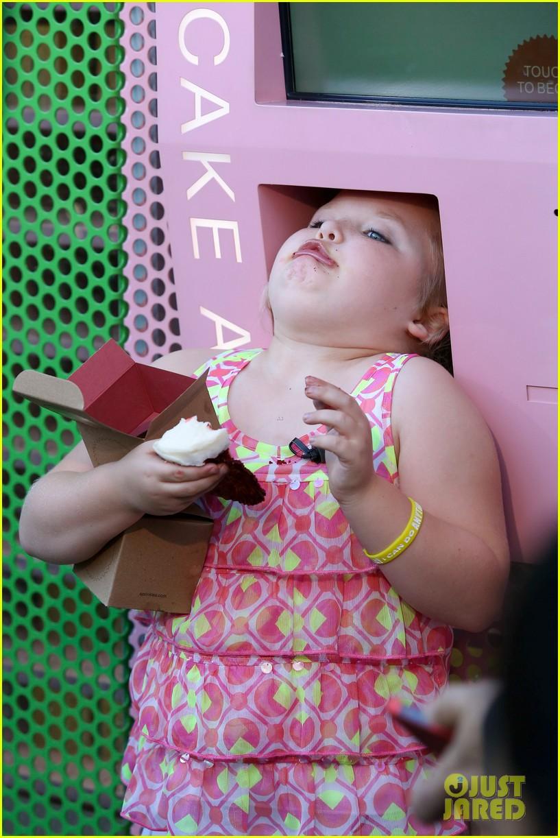 honey boo boo hits cupcake atm 122739755