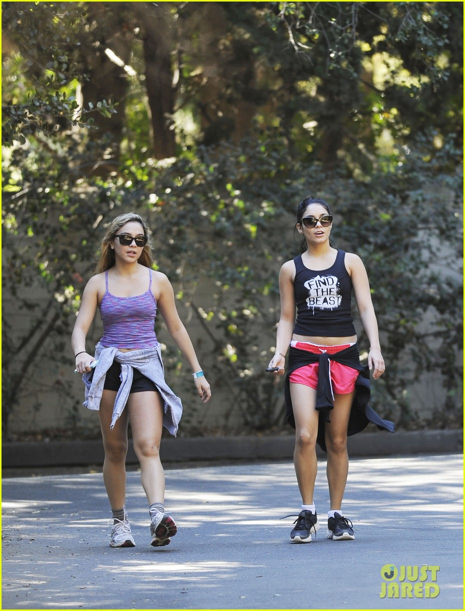 vanessa hudgens hiking with stella 20
