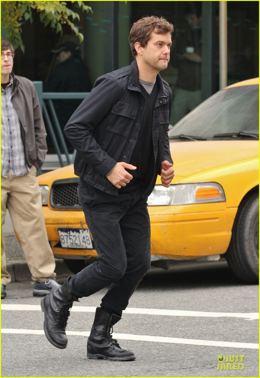 joshua jackson streches on fringe set 05