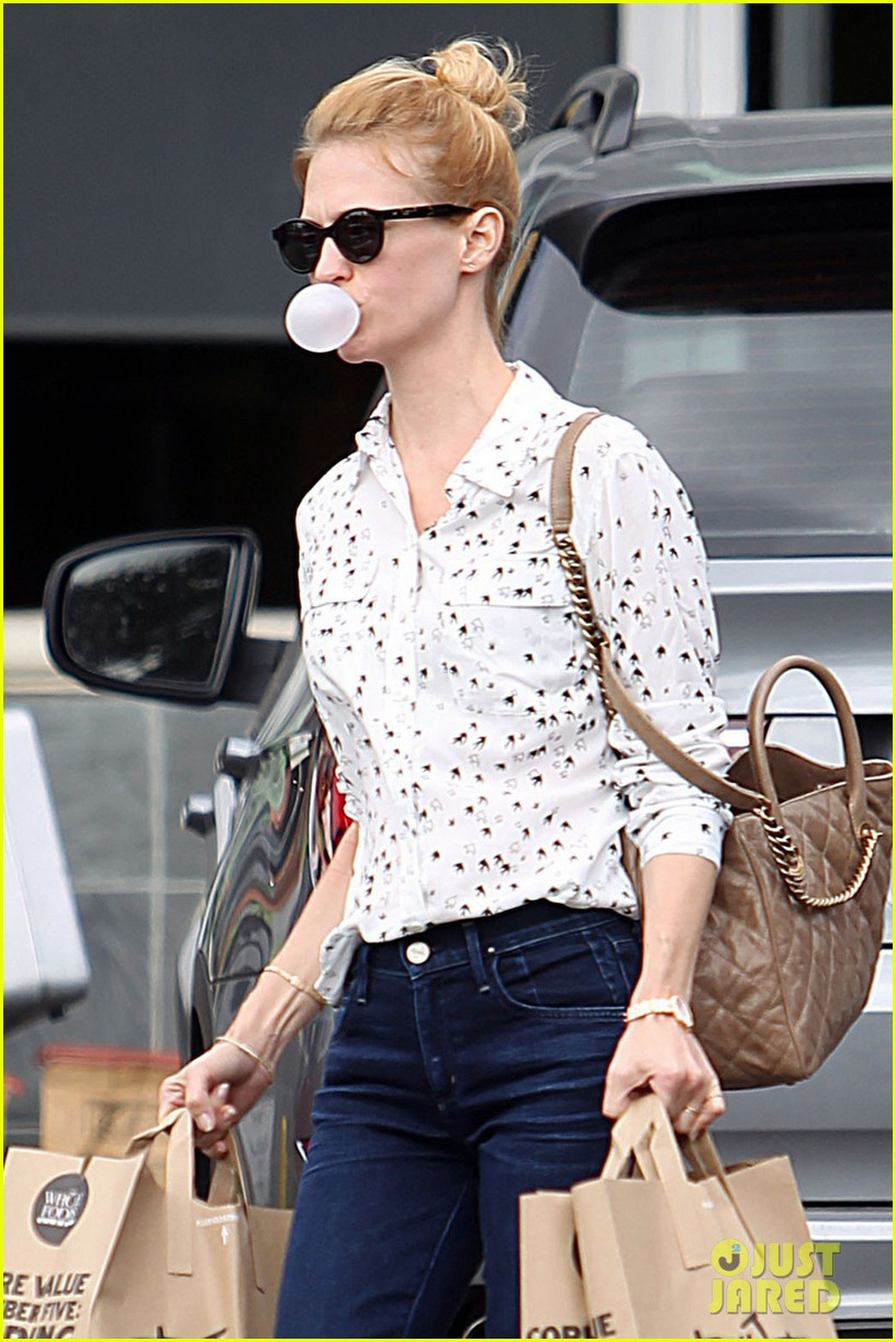january jones jon hamm mad men season six headed to hawaii 022740942