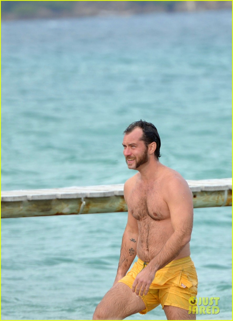 jude law shirtless swim st tropez 022738089