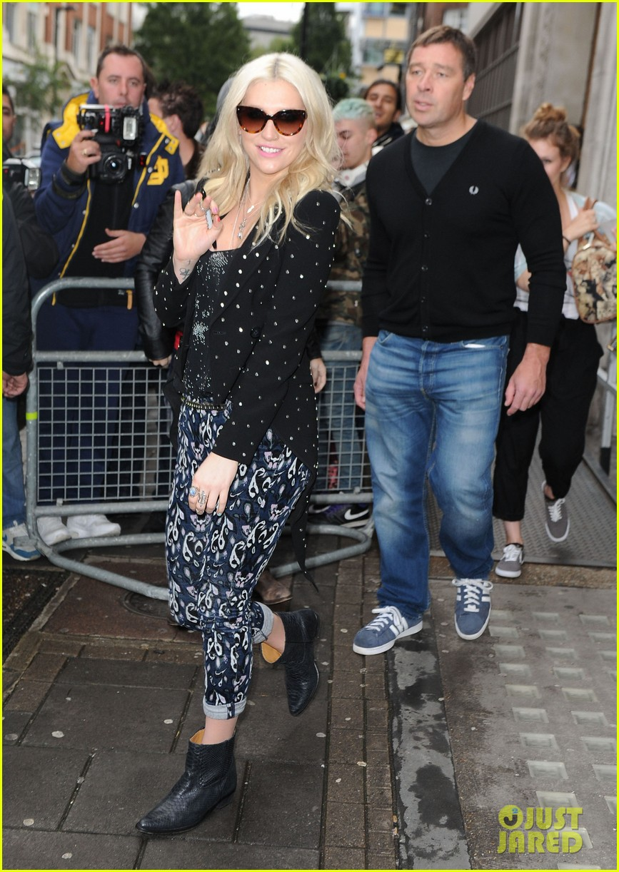 kesha london radio promotion 05
