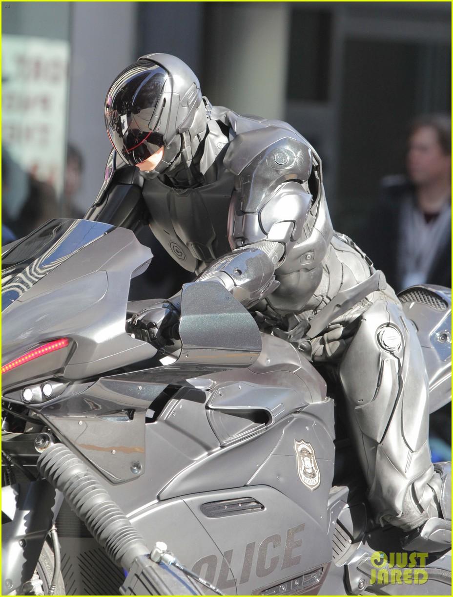 joel kinnaman robocop motorcycle scenes 03