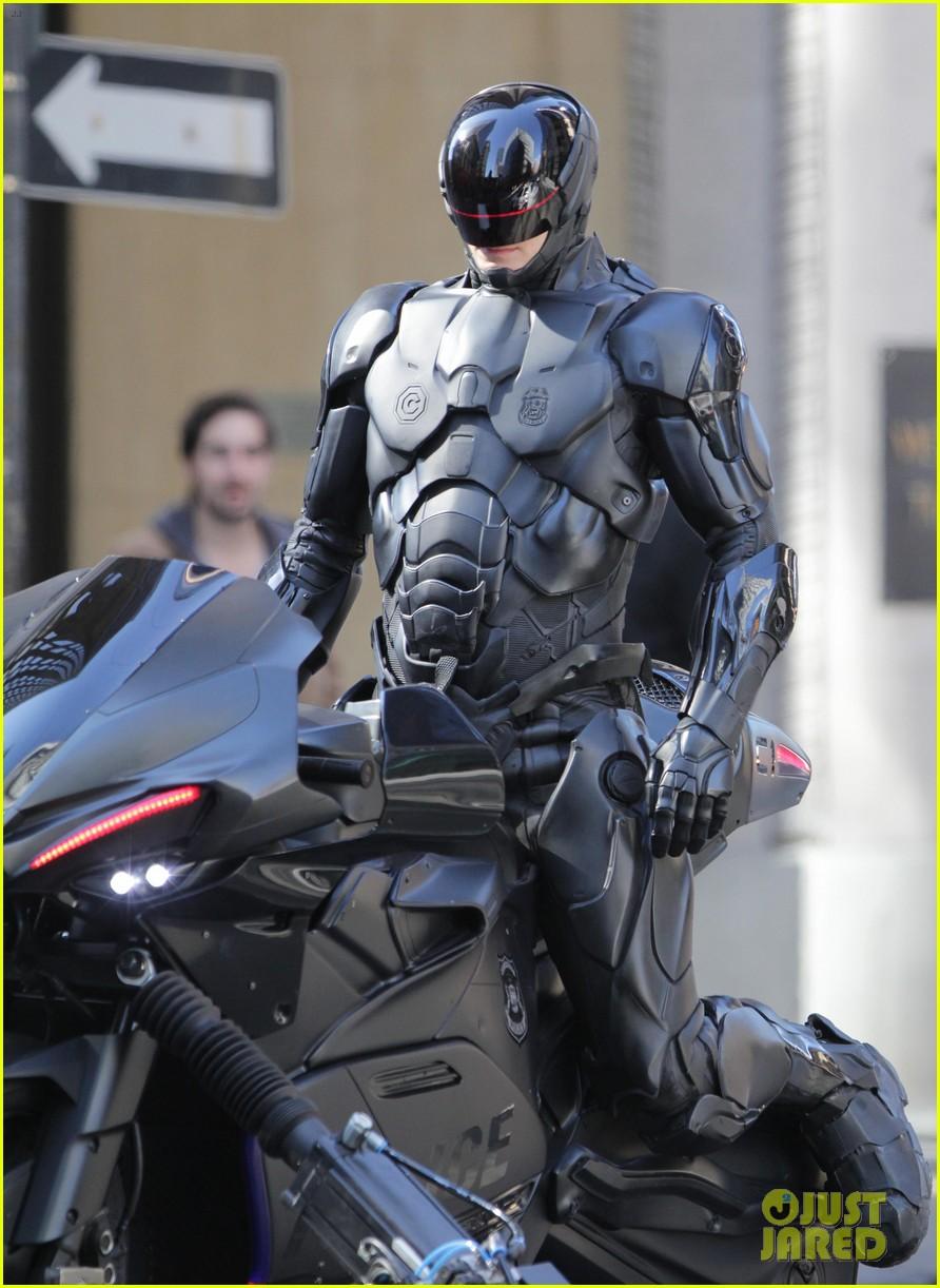 joel kinnaman robocop motorcycle scenes 05