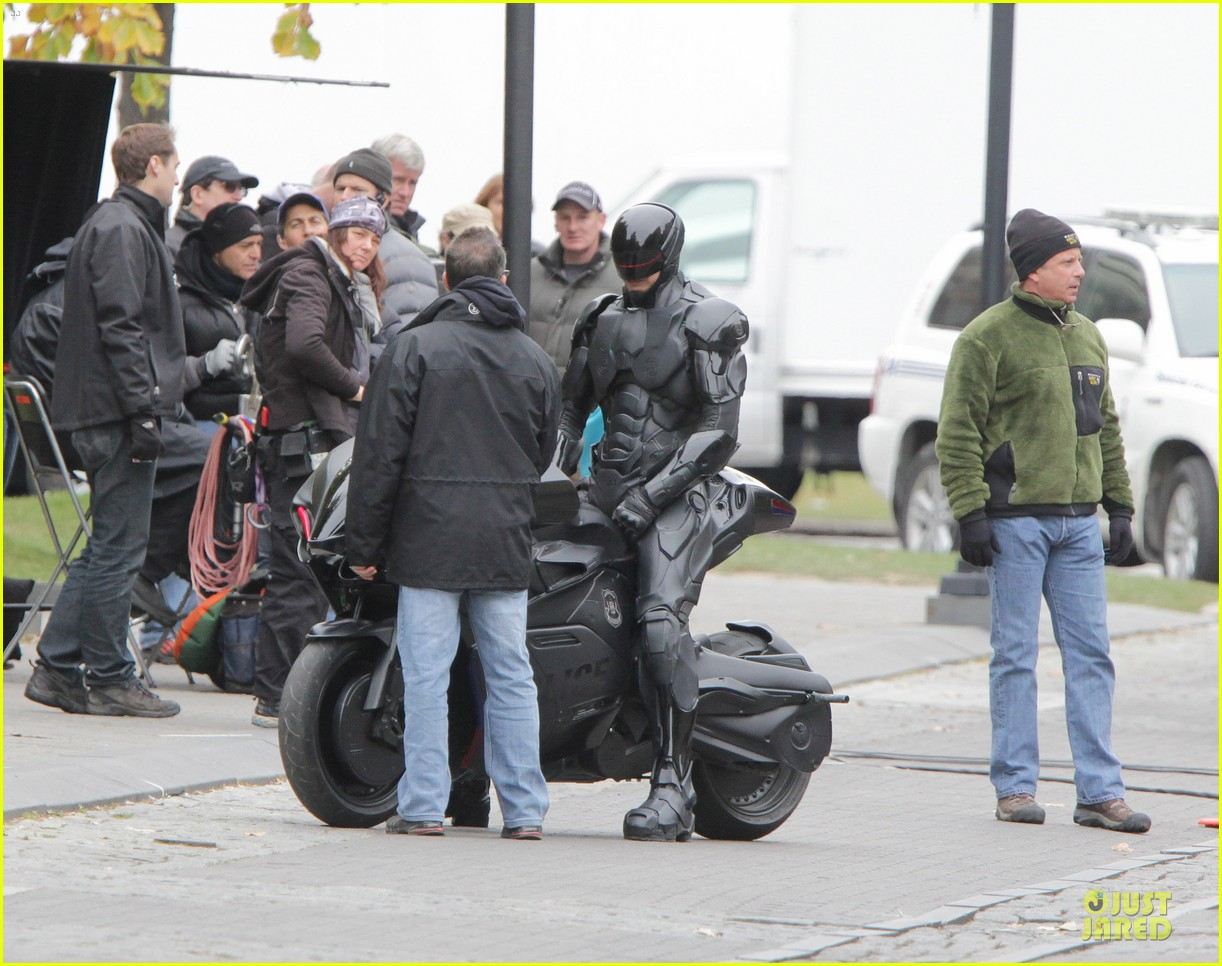 joel kinnaman robocop motorcycle revealed 092738267