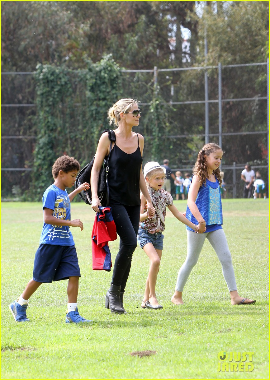 heidi klum martin kirsten pumpkin patch with the kids 01