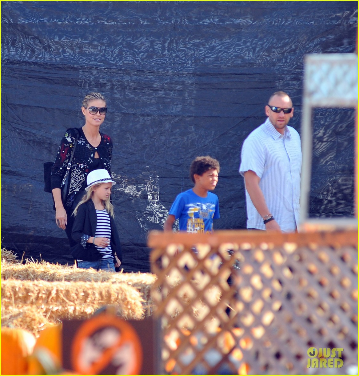 heidi klum martin kirsten pumpkin patch with the kids 06