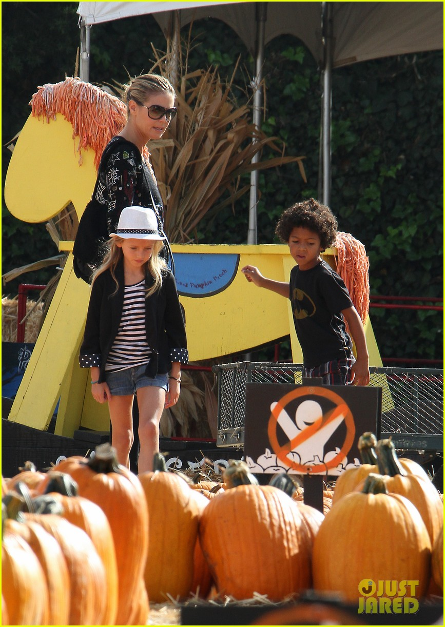 heidi klum martin kirsten pumpkin patch with the kids 152734328