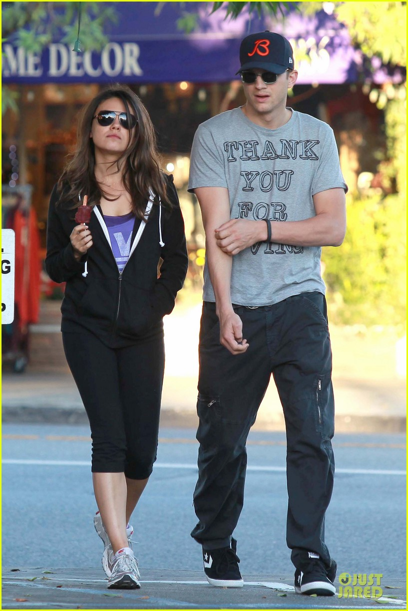 ashton kutcher mila kunis thank you for loving each other 092745863