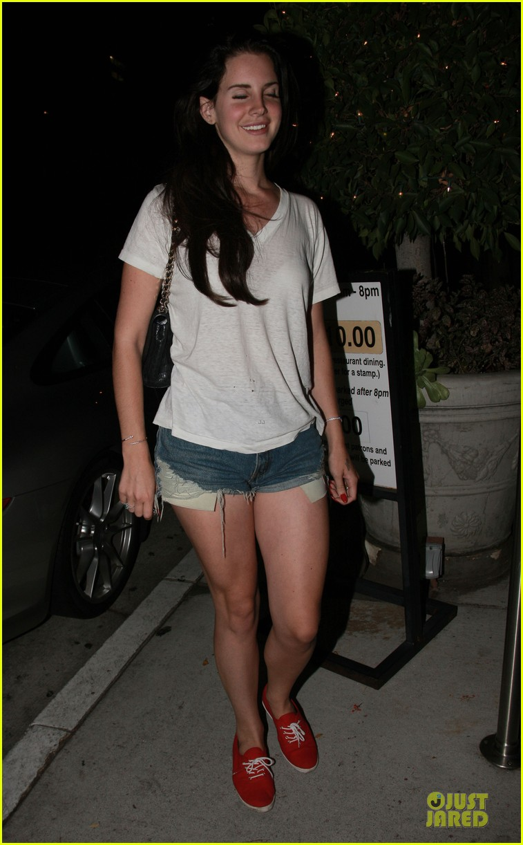 lana del rey short shorts in los angeles 05