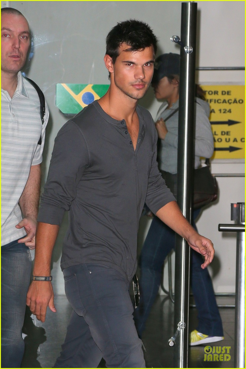 taylor lautner larry king joins team jacob 042743946