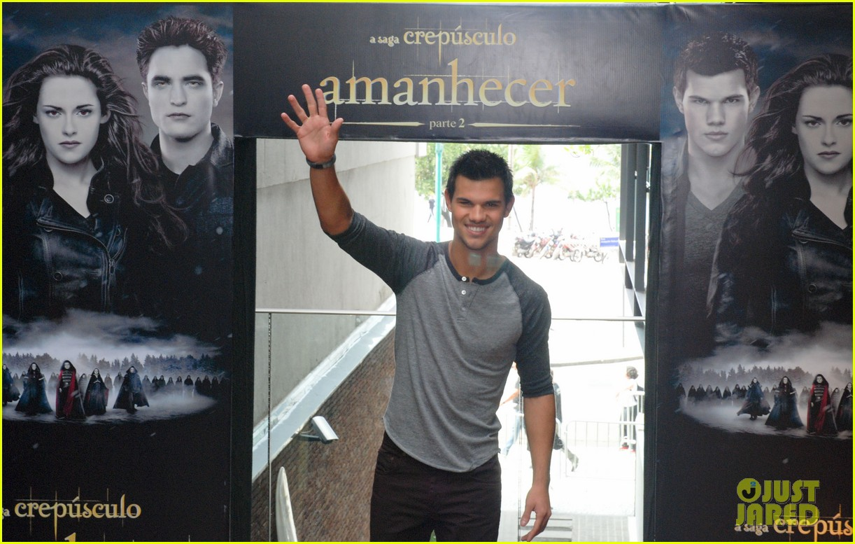 taylor lautner twilight breaking dawn promotional event rio 02