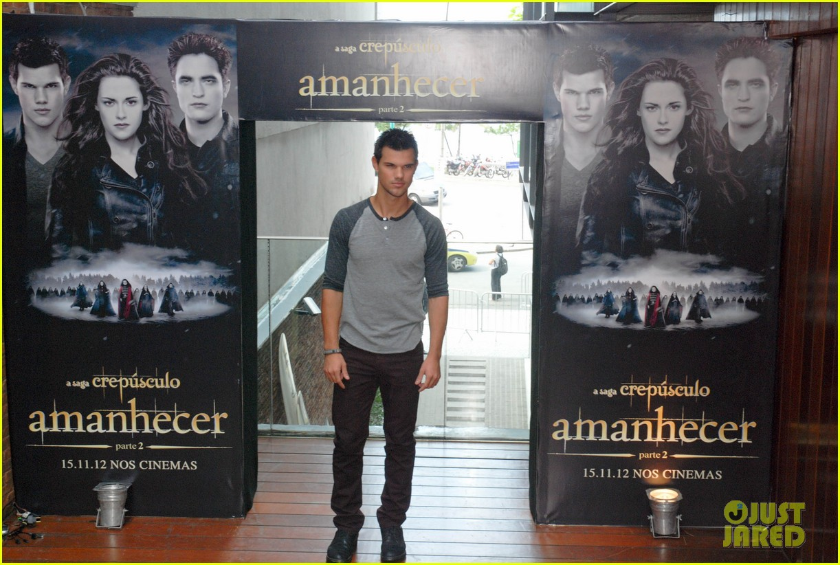taylor lautner twilight breaking dawn promotional event rio 032744097