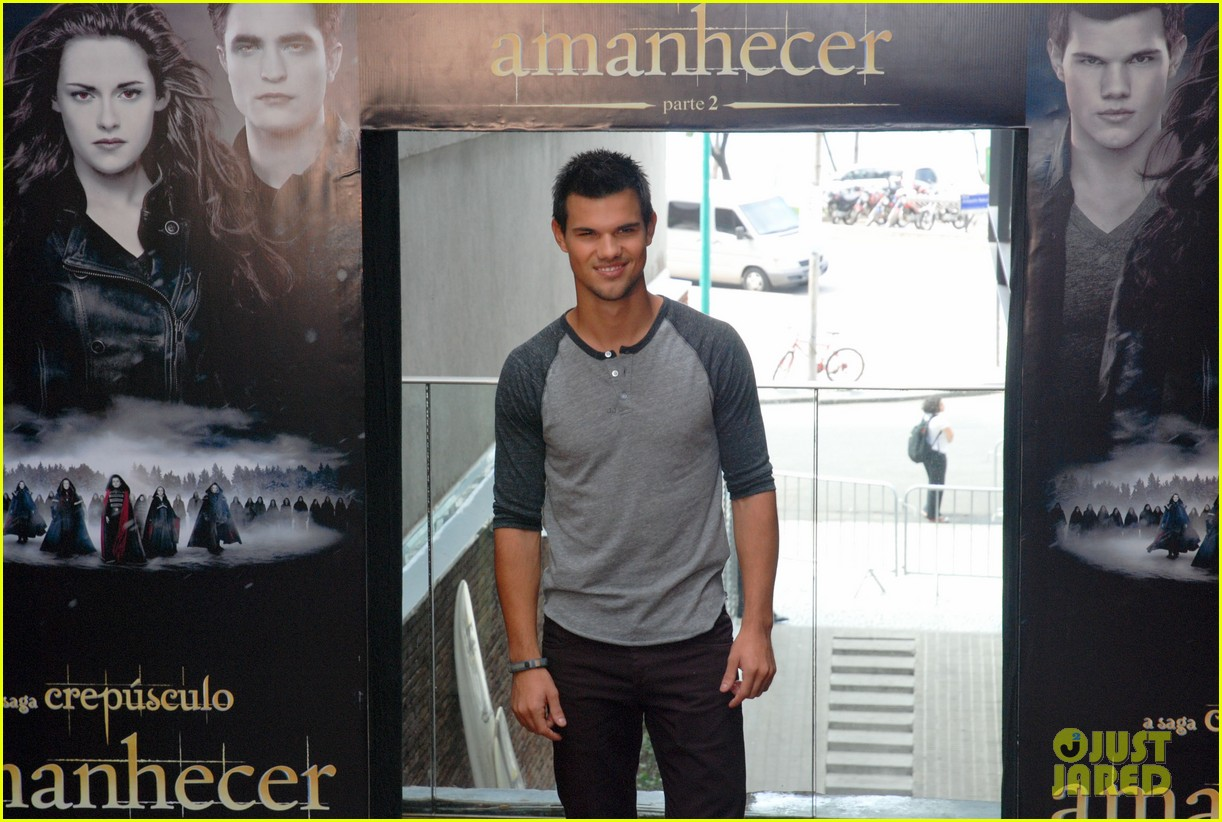 taylor lautner twilight breaking dawn promotional event rio 112744105