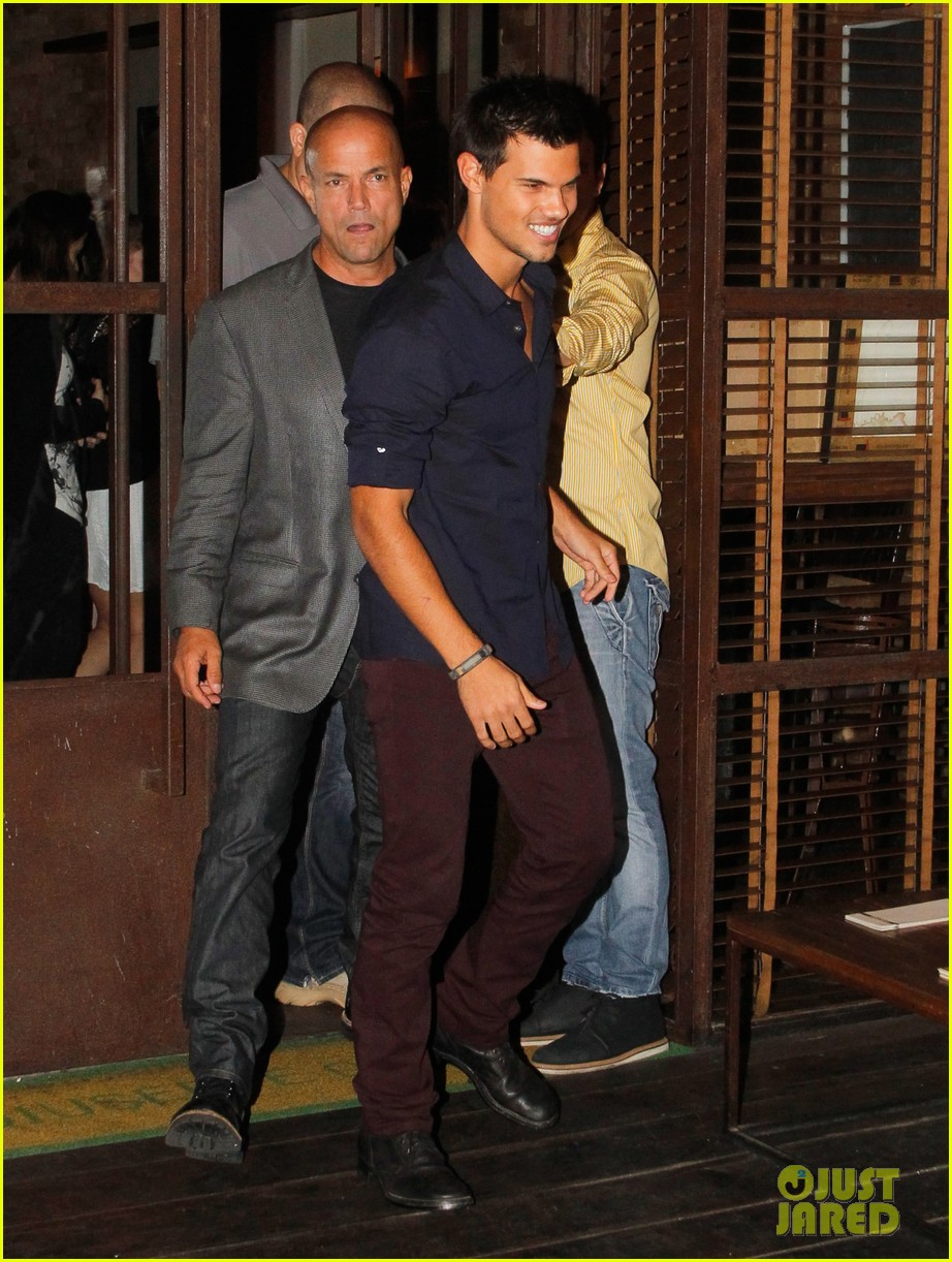 taylor lautner fan friendly rio 02
