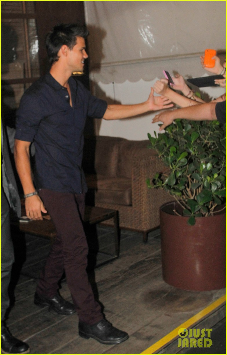 taylor lautner fan friendly rio 11