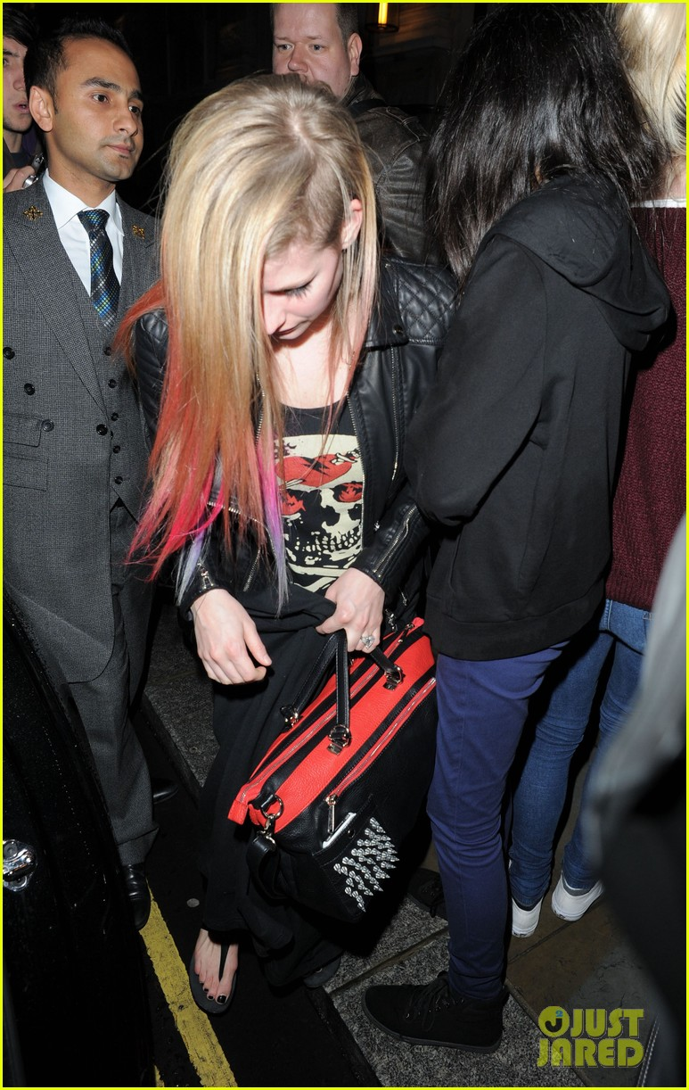 avril lavigne complicated makes billboard top pop songs list 03