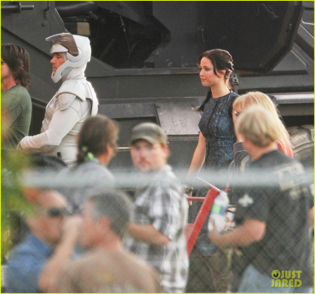 jennifer lawrence catching fire set 06