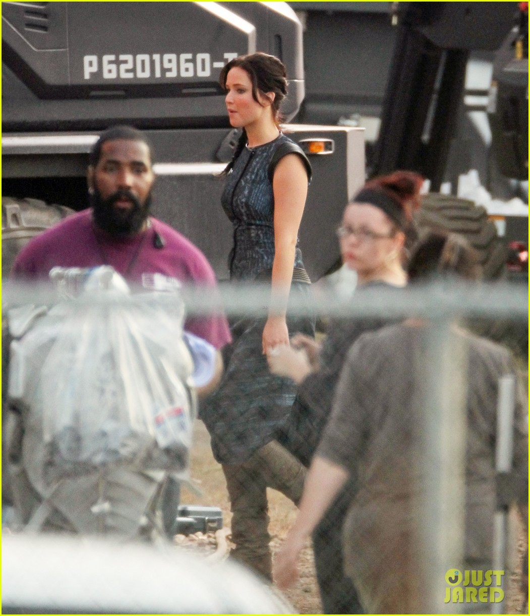 jennifer lawrence catching fire set 07