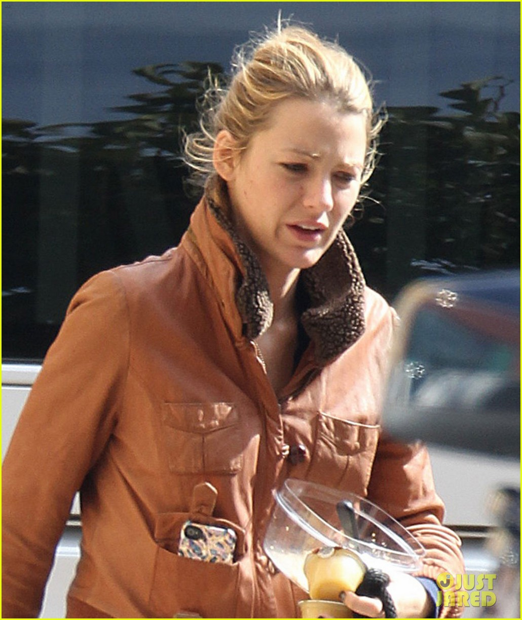 blake lively gossip girl set with penny baxter 02