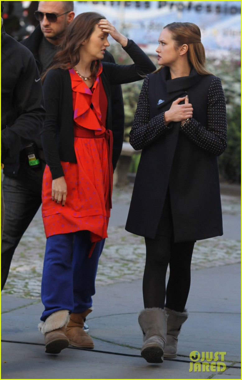 blake lively gossip girl set with leighton meester ed westwick 03