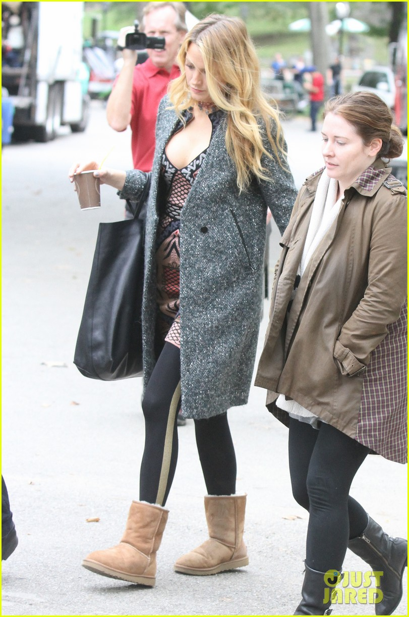 blake lively leighton meester gossip girl set 072738685