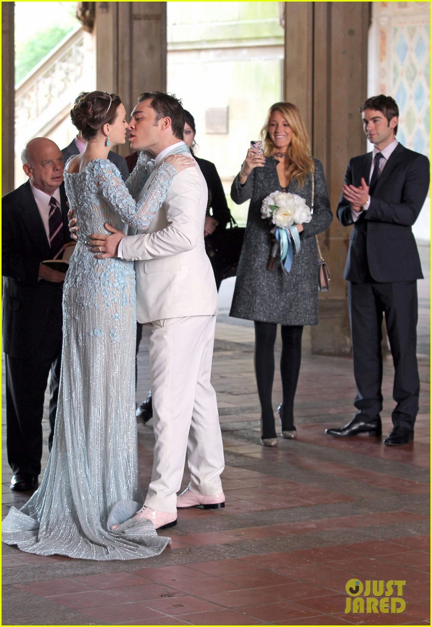 blake lively leighton meester gossip girl set 31
