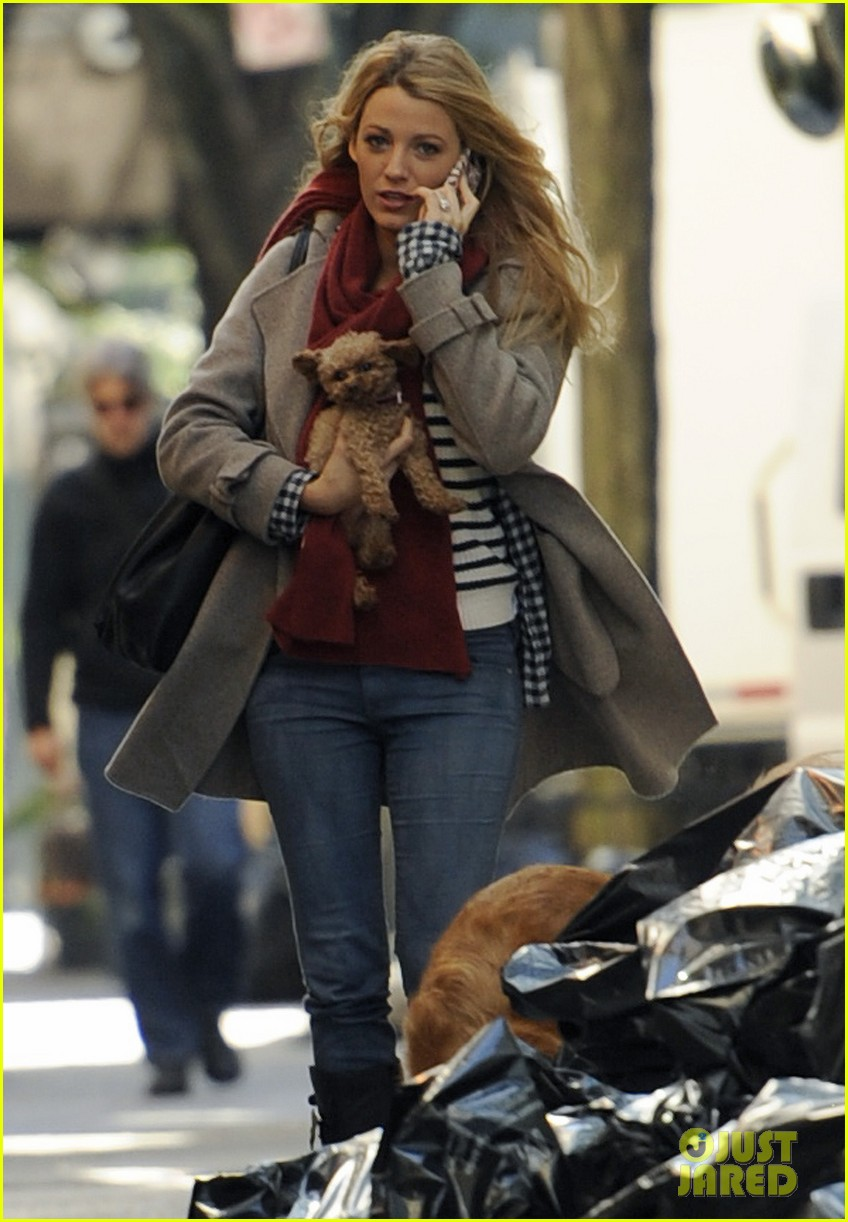 blake lively gossip girl set with pups 01
