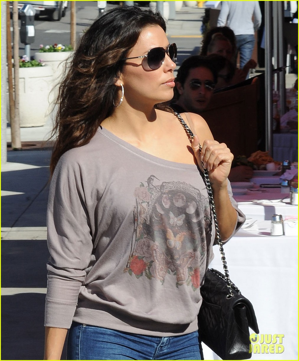 eva longoria smiling sunset shopper 022748401