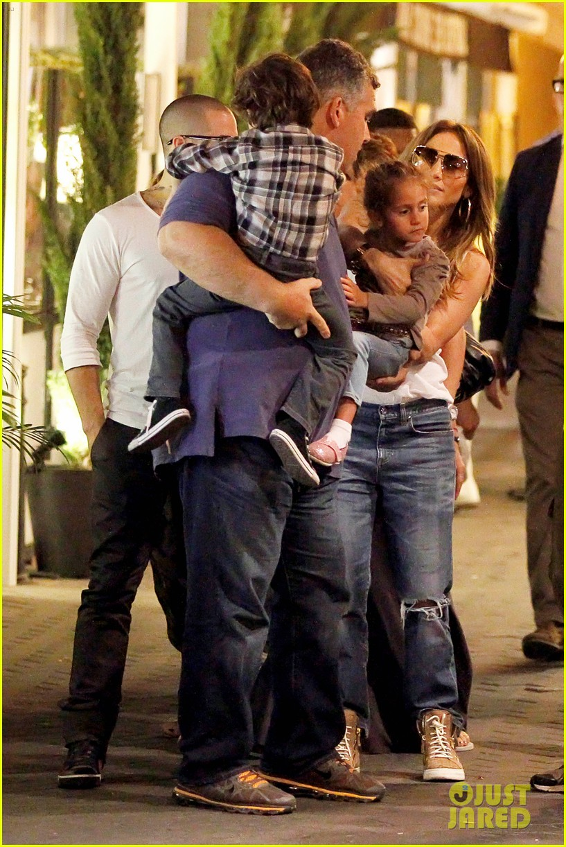 jennifer lopez casper smart dinner with the family 02