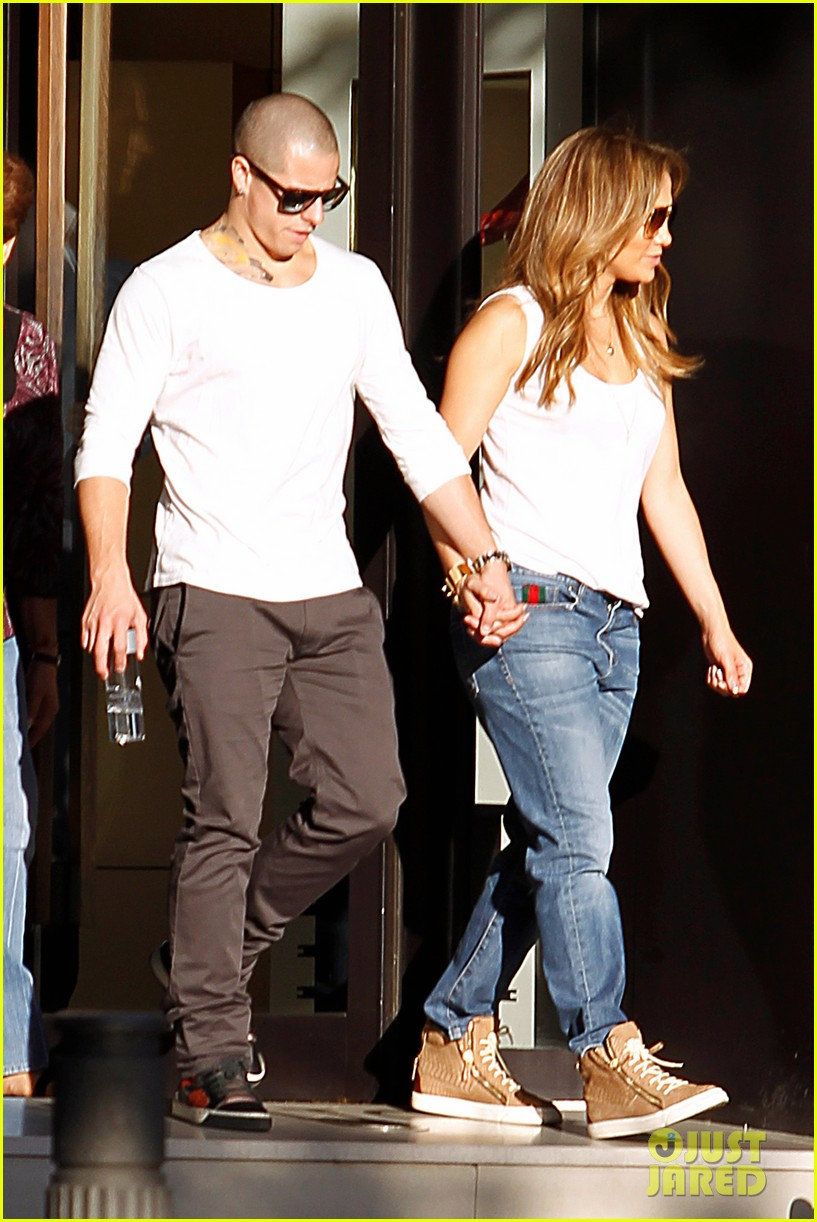 jennifer lopez casper smart dinner with the family 04