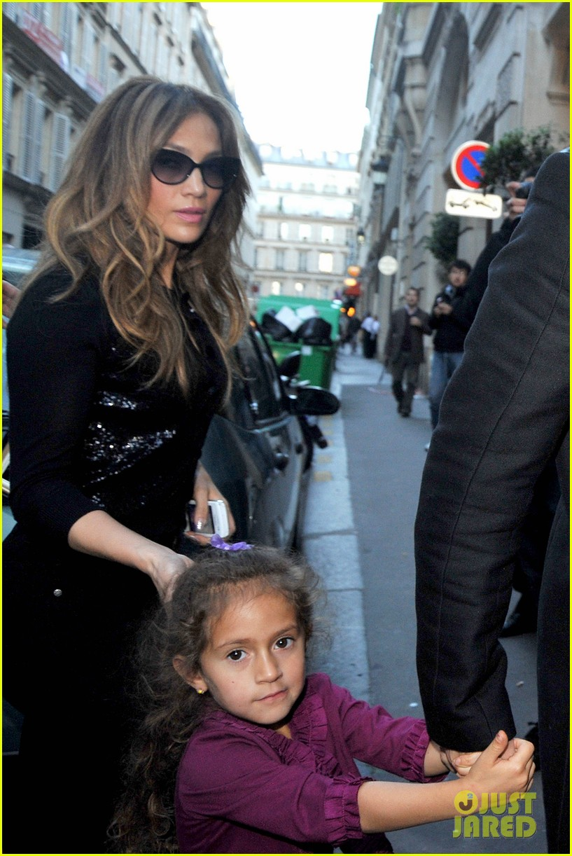 jennifer lopez emme hermes shoppers 03