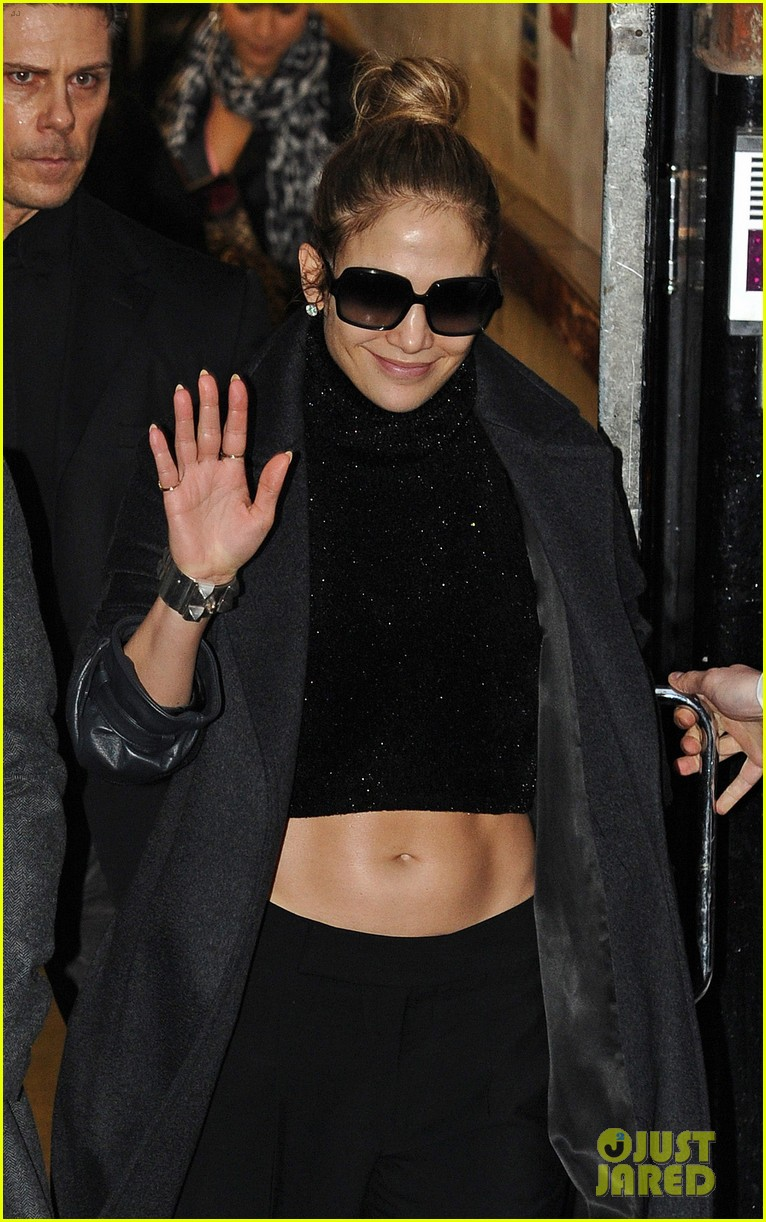 jennifer lopez toned tummy in london 02
