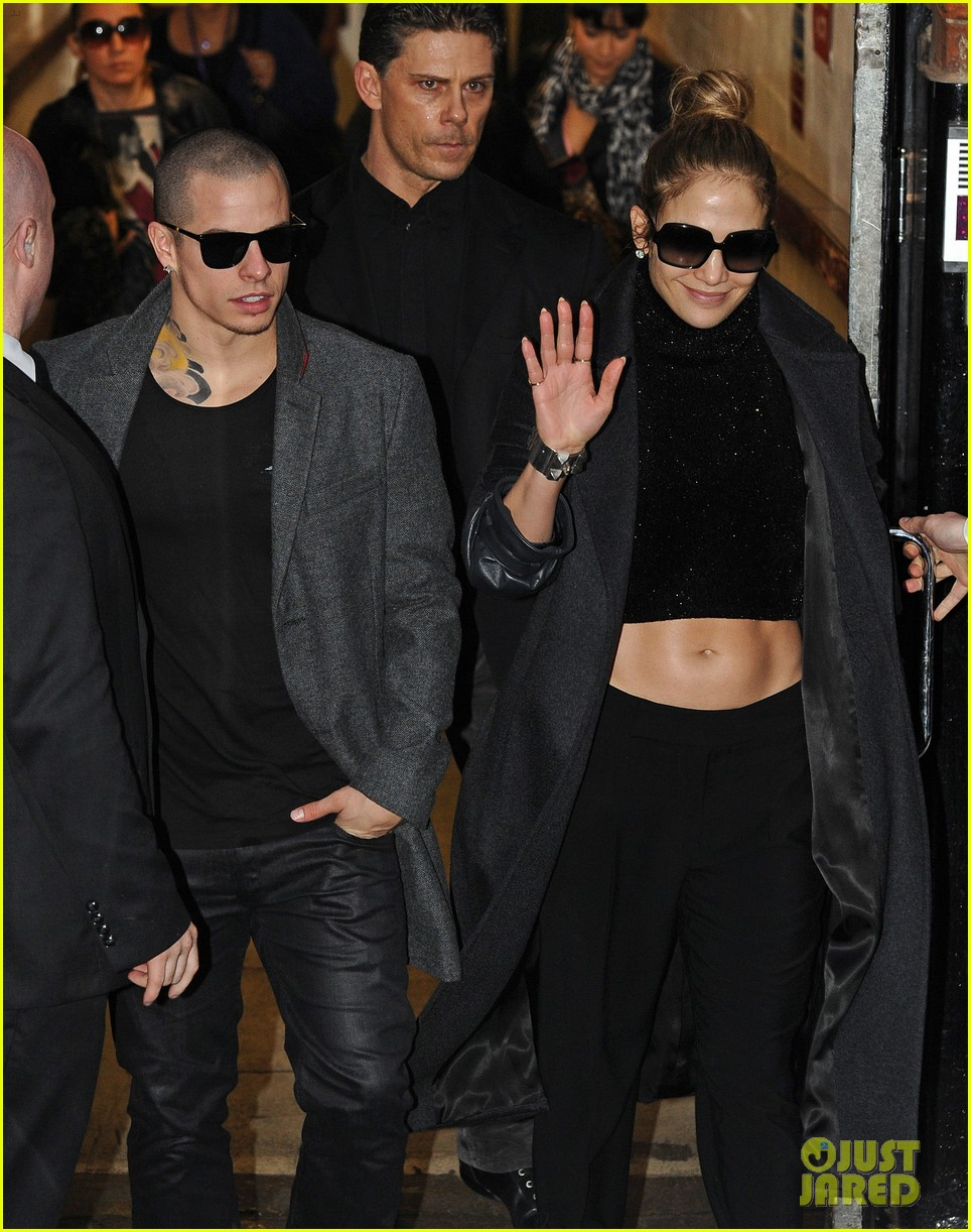 jennifer lopez toned tummy in london 03