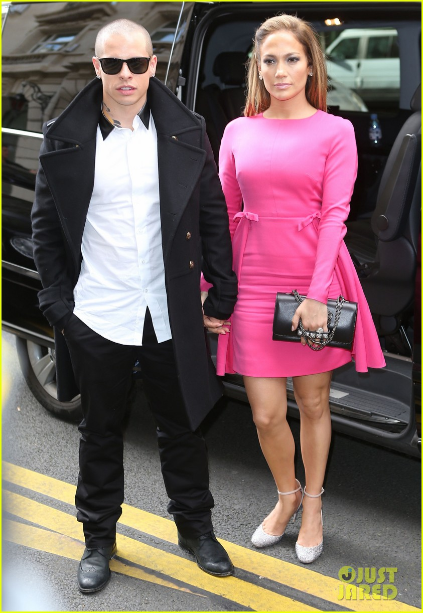 casper smart and jennifer lopez. Jennifer Lopez: Valentino Fashion Show With Casper Smart!: Photo 2731718 | Smart, Lopez Pictures Just Jared Smart And P