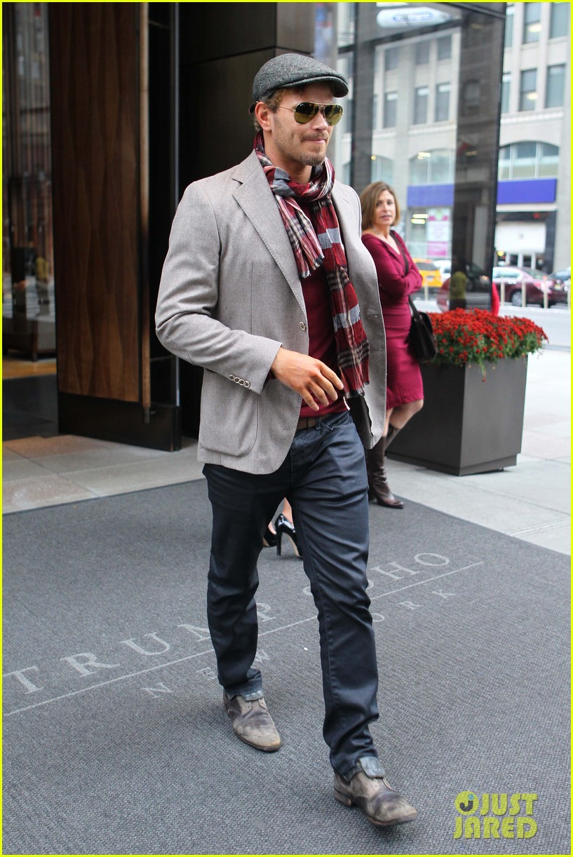 kellan lutz handsome hotel check out 20