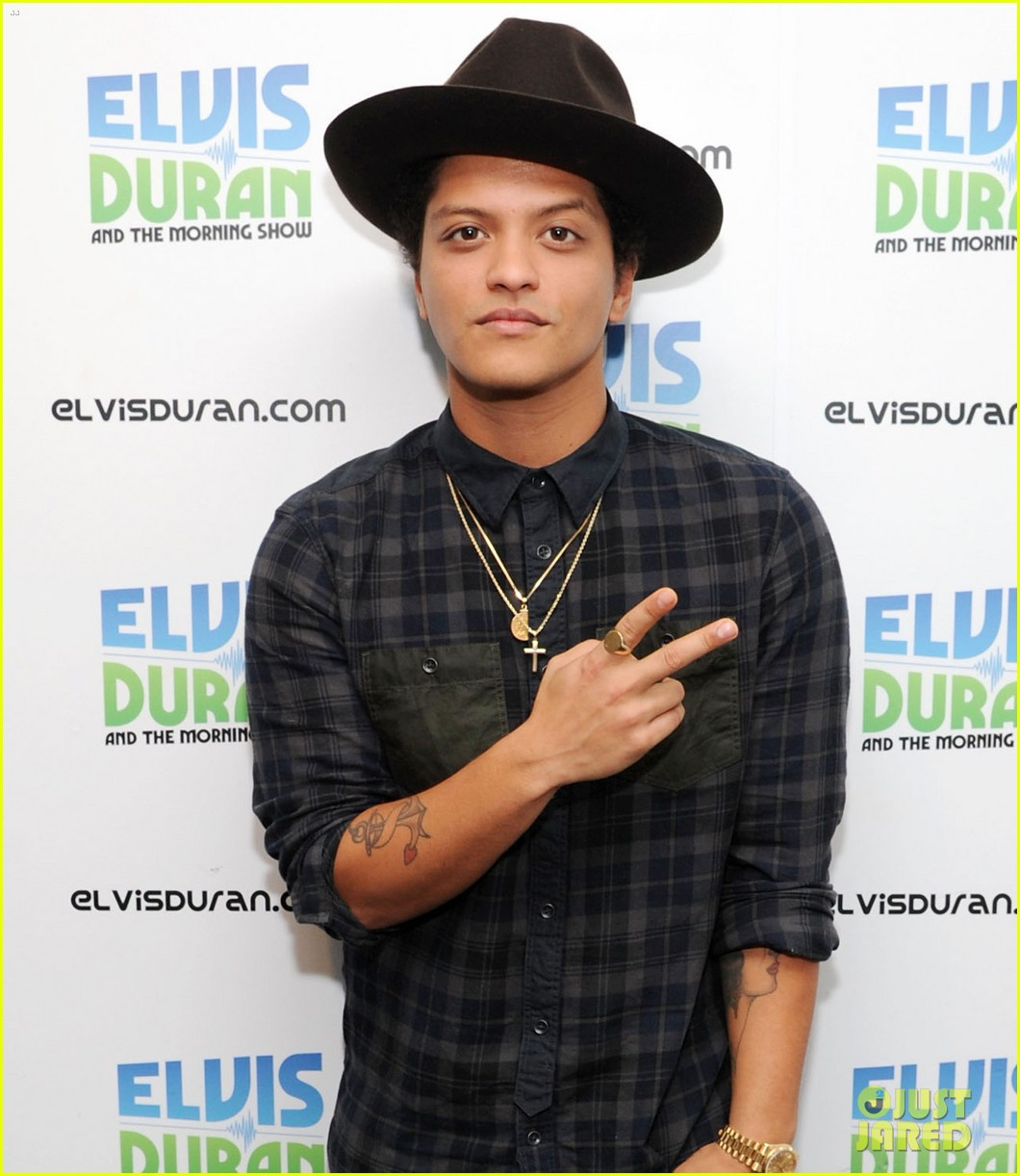 bruno mars locked out of heaven video premiere watch now 03