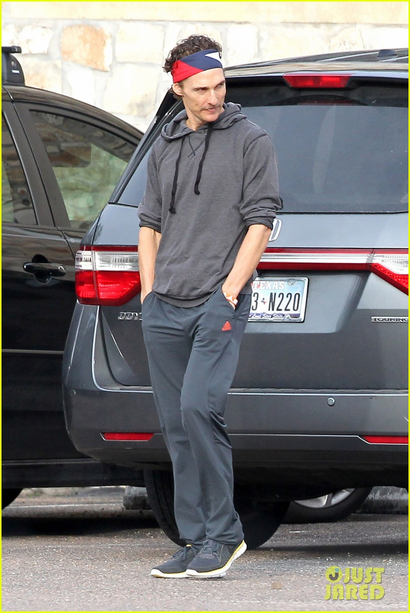 matthew mcconaughey school drop off 01