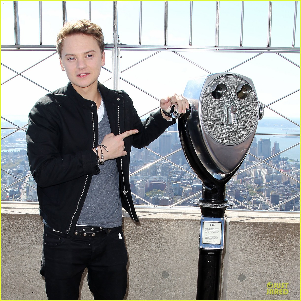 conor maynard tops empire state building 04
